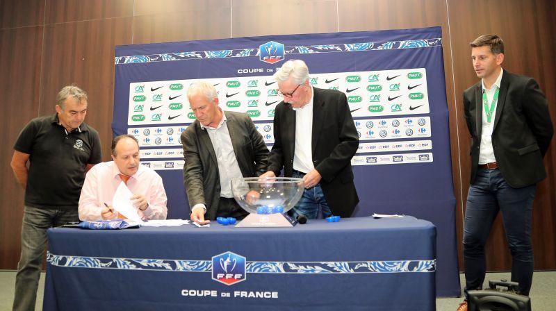 Photos du tirage au sort du 6e tour de coupe de france secteur lr ligue de football d 39 occitanie - Tirage au sort coup de france ...